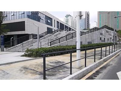 放大招!深圳出现新型栏杆!目前只在这两条路有试点!